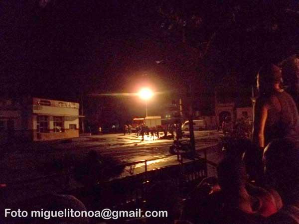 Sofocado incendio en Santiago de Cuba. Foto miguelitonoa@gmail.com