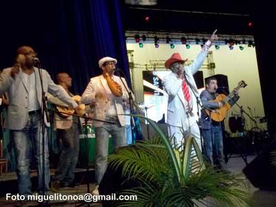 Tiburón Morales interpretó canciones con el Septeto Santiaguero. Foto miguelitonoa@gmail.com