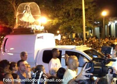 Virgen recorre calles de Santiago de Cuba. Foto miguelitonoa@gmail.com
