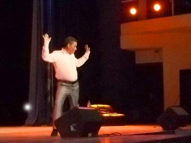 Gustavito en el Teatro Heredia de Santiago de Cuba. Foto miguelitonoa@gmail.com