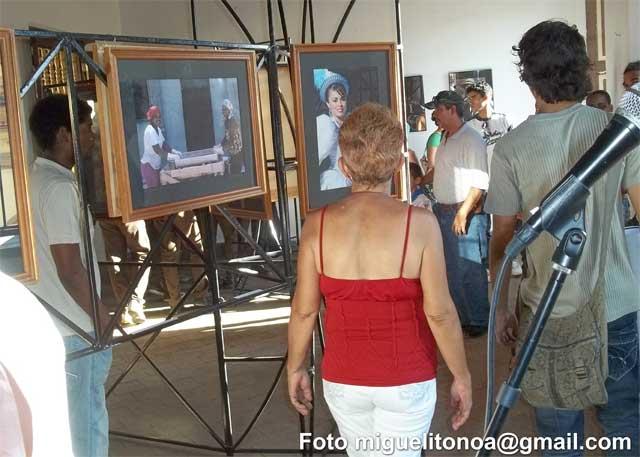"""""""La mujer eternamente presente"""" una exposición fotográfica de Carlos Ugalde . Foto miguelitonoa@gmail.com"""