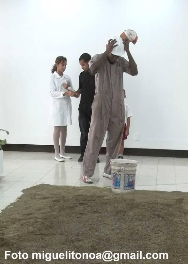 Elieser Silega Ramos, joven santiaguero, graduado de escultura en la escuela de arte