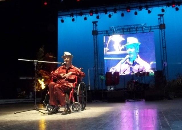 Luis Carbonell durante la Gala del Festival Matamoroson 2012 en el Teatro Heredia de Santiago de Cuba. Foto miguelitonoa@gmail.com