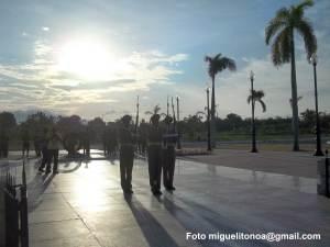 Este 10 de octubre al cumplirse el 146 aniversario del inicio de nuestras luchas por la independencia el pueblo santiaguero junto a las Fuerzas Armadas Revolucionarias rindió homenaje a Carlos Manuel  de Céspedes, el padre de la patria.