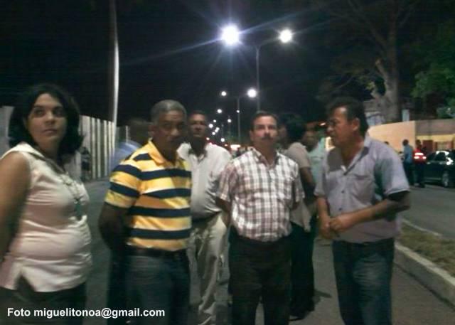 Fernando González Llort acompañado de dirigentes del Gobierno y del Partido en Santiago de Cuba recorrió a pie parte del primer tramo de la avenida Juan Gualberto Gómez-Flor Crombet . Foto miguelitonoa@gmail.com